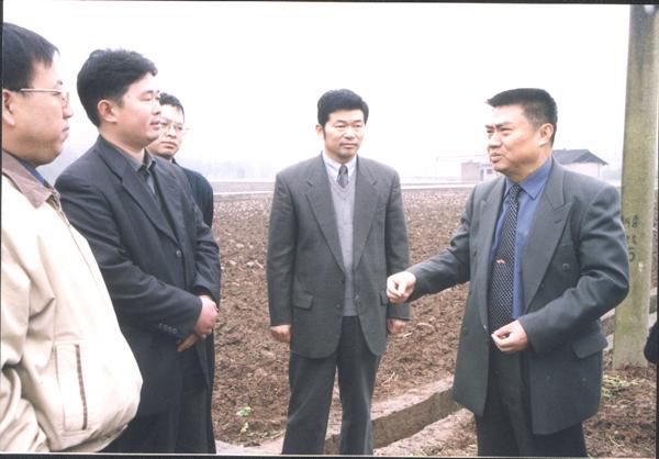 时任四川省农业厅厅长文正经视察我院潆溪综合试验基地