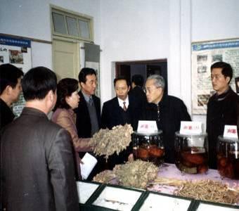 时任九三学社中央副主席洪绂曾来我院调研